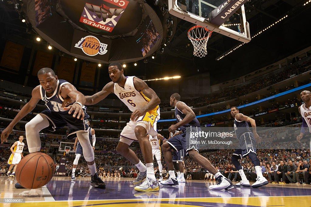 Oklahoma City Thunder Kevin Durant (35) during game vs Los Angeles Lakers Earl Clark (6) at Staples Center. John W. McDonough F6 )