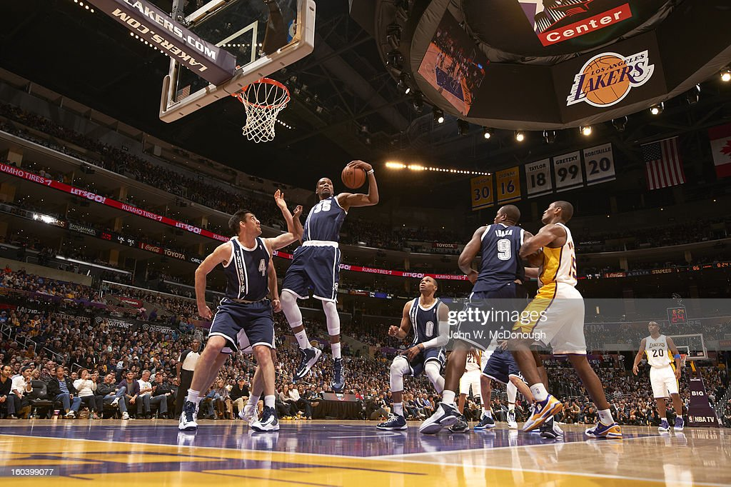 Oklahoma City Thunder Kevin Durant (35) in action, rebounding vs Los Angeles Lakers at Staples Center. John W. McDonough F66 )