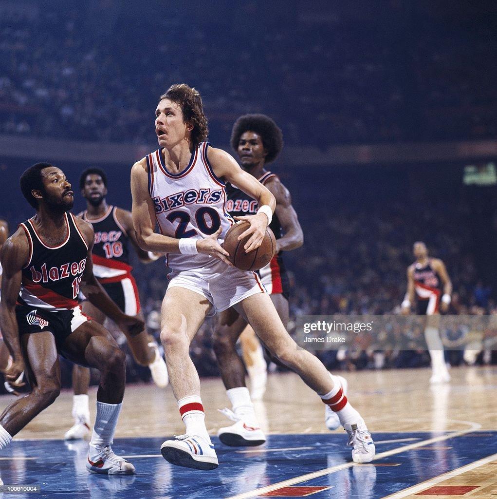 Philadelphia 76ers Doug Collins (20) in action vs Portland Trail Blazers. Philadelphia, PA 12/7/1977