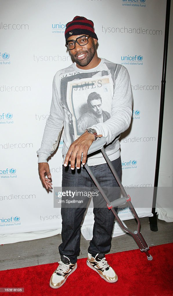 NBA basketball player <a gi-track='captionPersonalityLinkClicked' href=/galleries/search?phrase=Baron+Davis&family=editorial&specificpeople=201592 ng-click='$event.stopPropagation()'>Baron Davis</a> attends 'A Year In A New York Minute' Photo Exhibition at Canoe Studios on September 26, 2012 in New York City.