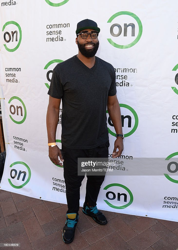 Basketball player Baron Davis attends the 2nd Annual GameOn! fundraiser hosted by Common Sense Media at Sony Pictures Studios on September 29, 2013 in Culver City, California.