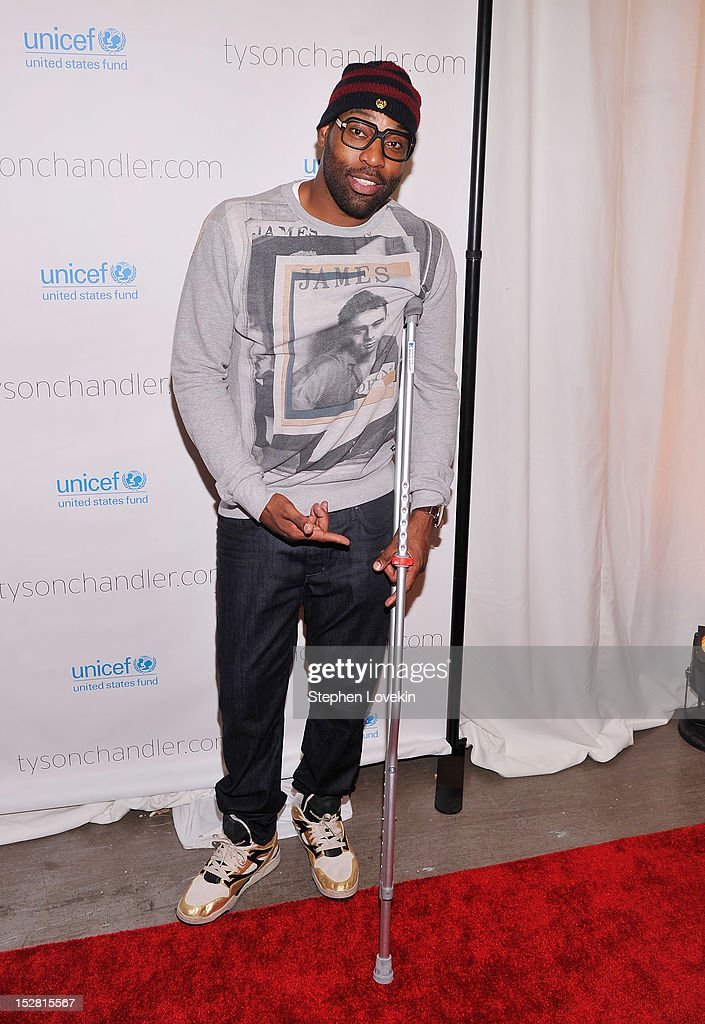 NBA basketball player Baron Davis attends the 'A Year In A New York Minute' photo exhibition at Canoe Studios on September 26, 2012 in New York City.