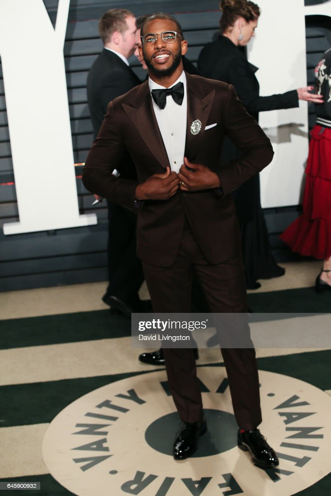 Basketball player Chris Paul attends the 2017 Vanity Fair Oscar Party hosted by Graydon Carter at the Wallis Annenberg Center for the Performing Arts on February 26, 2017 in Beverly Hills, California.