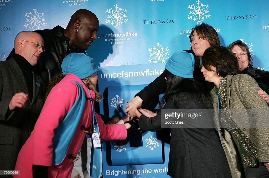 Basketball player <a gi-track='captionPersonalityLinkClicked' href=/galleries/search?phrase=Darryl+Dawkins&family=editorial&specificpeople=617706 ng-click='$event.stopPropagation()'>Darryl Dawkins</a>, singer Clay Aiken and the UNICEF greeting card design winners attend the UNICEF snowflake lighting ceremony on November 18, 2006 in New York City.