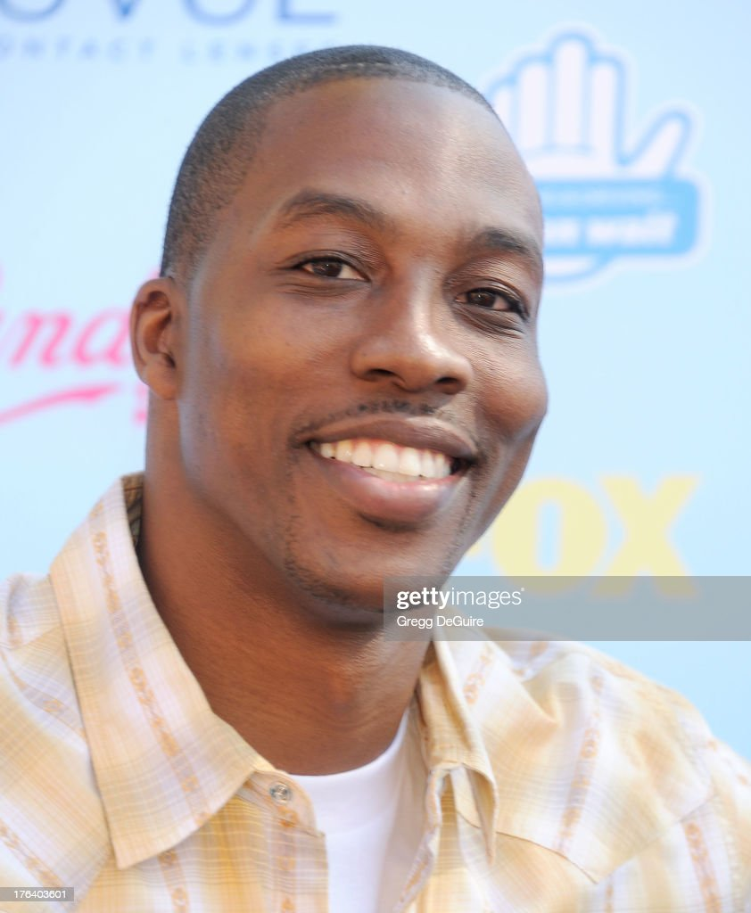 NBA basketball player <a gi-track='captionPersonalityLinkClicked' href=/galleries/search?phrase=Dwight+Howard&family=editorial&specificpeople=201570 ng-click='$event.stopPropagation()'>Dwight Howard</a> of the Houston Rockets arrives at the 2013 Teen Choice Awards at Gibson Amphitheatre on August 11, 2013 in Universal City, California.