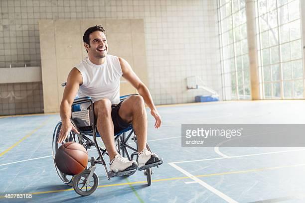 バスケットボール選手に車椅子