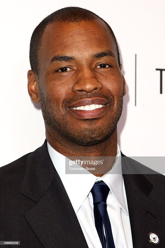 Basketball player Jason Collins attends the Paley Center for Media's annual Los Angeles gala... Show more - basketball-player-jason-collins-attends-the-paley-center-for-medias-picture-id458893258