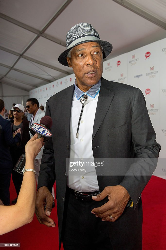 Basketball player <a gi-track='captionPersonalityLinkClicked' href=/galleries/search?phrase=Julius+Erving&family=editorial&specificpeople=202966 ng-click='$event.stopPropagation()'>Julius Erving</a> (a.k.a. Dr. J) attends the 140th Kentucky Derby at Churchill Downs on May 3, 2014 in Louisville, Kentucky.