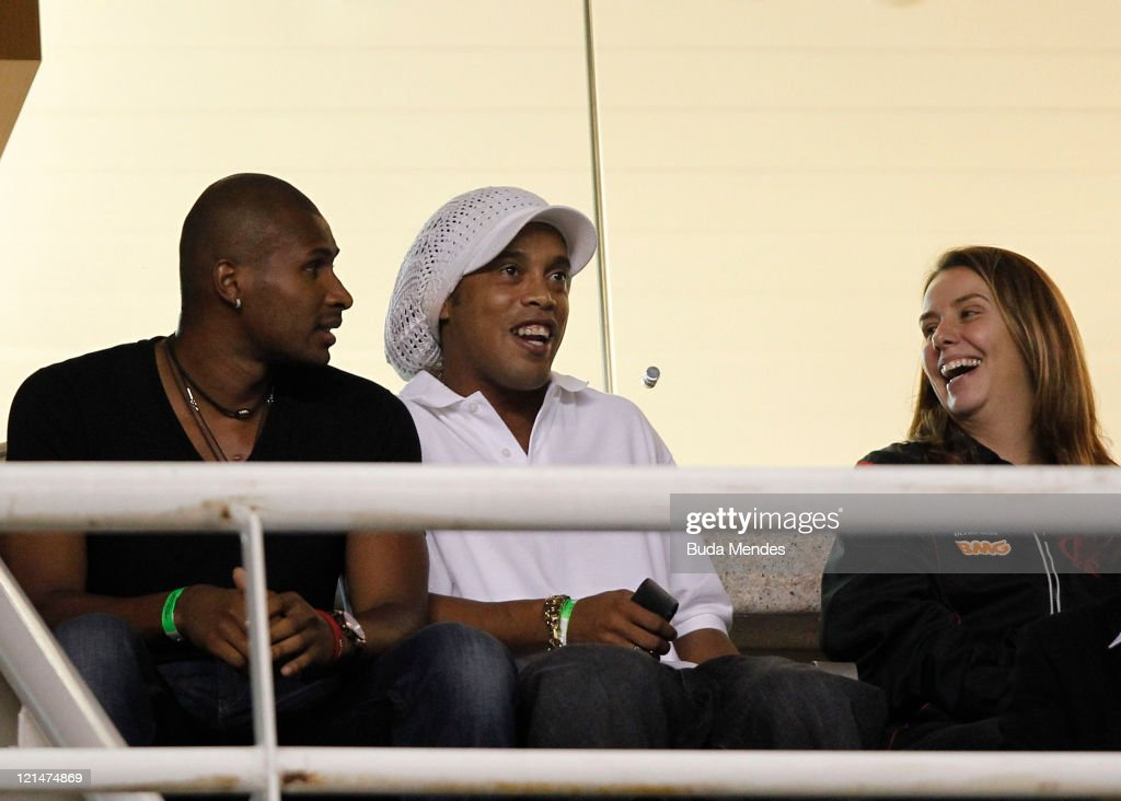 Basketball player Leandrinho and soccer player of Flamengo <a gi-track='captionPersonalityLinkClicked' href=/galleries/search?phrase=Ronaldinho&family=editorial&specificpeople=202667 ng-click='$event.stopPropagation()'>Ronaldinho</a> during a match between Flamengo and Atletico GO at Engenhao stadium on August 18, 2011 in Rio de Janeiro, Brazil.