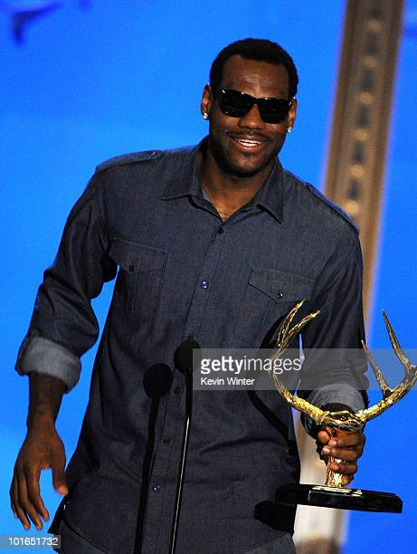 NBA basketball player LeBron James receives the Unstoppable Jock Award onstage during Spike TV's 4th Annual 'Guys Choice Awards' held at Sony Studios...