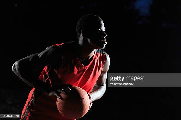 Basketball player ready to take a shot to the hoop
