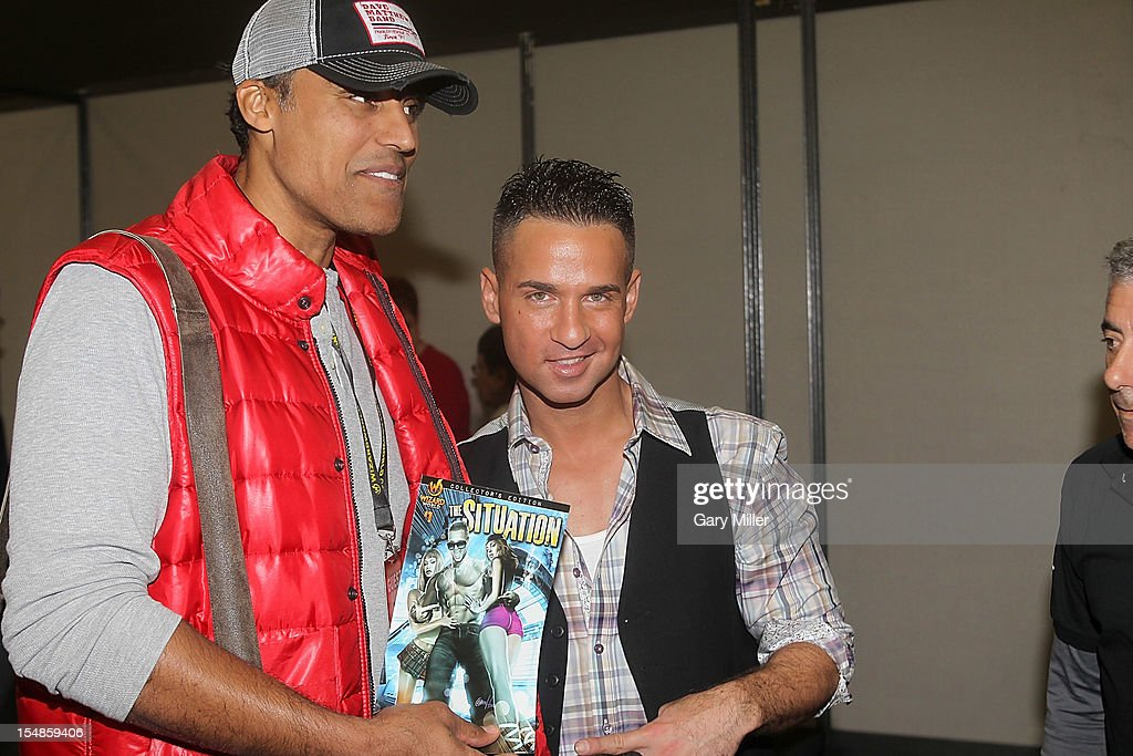 Basketball player <a gi-track='captionPersonalityLinkClicked' href=/galleries/search?phrase=Rick+Fox&family=editorial&specificpeople=201971 ng-click='$event.stopPropagation()'>Rick Fox</a> (L) and TV personality Mike 'The Situation' Sorrentino attend the Wizard World Austin Comic Convention at the Austin Convention Center on October 27, 2012 in Austin, Texas.