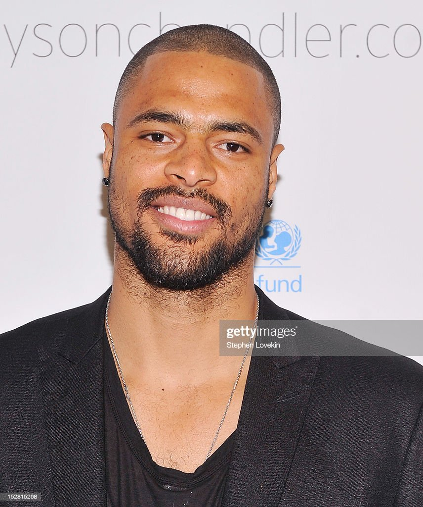 NBA basketball player <a gi-track='captionPersonalityLinkClicked' href=/galleries/search?phrase=Tyson+Chandler&family=editorial&specificpeople=202061 ng-click='$event.stopPropagation()'>Tyson Chandler</a> attends the 'A Year In A New York Minute' photo exhibition at Canoe Studios on September 26, 2012 in New York City.