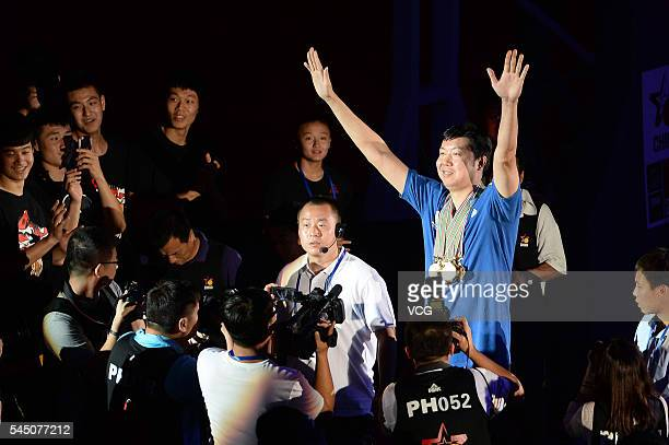 Basketball player Wang Zhizhi waves at his retirement ceremony during a match of the Stankovic Continental Cup 2016 on July 5 2016 in Beijing China A...