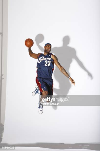 Portrait of Cleveland Cavaliers LeBron James jumping at St Regis Hotel View of shadow San Francisco CA 1/22/2009 CREDIT Walter Iooss Jr