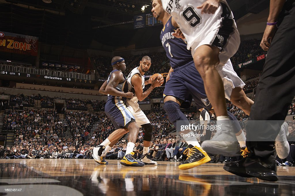 San Antonio Spurs Tim Duncan (21) in action vs Memphis Grizzlies at AT&T Center. Greg Nelson F38 )
