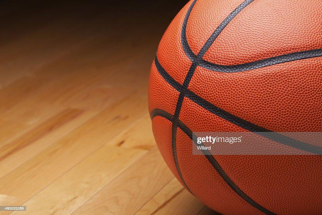 close-up shot di basket sul Pavimento di legno palestra : Foto stock