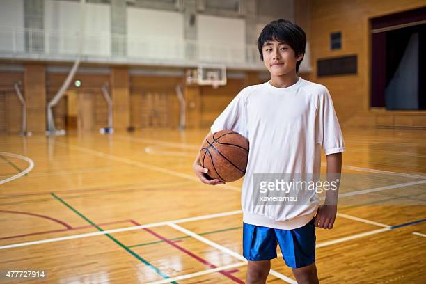 スポーツでは、バスケットボール体育館