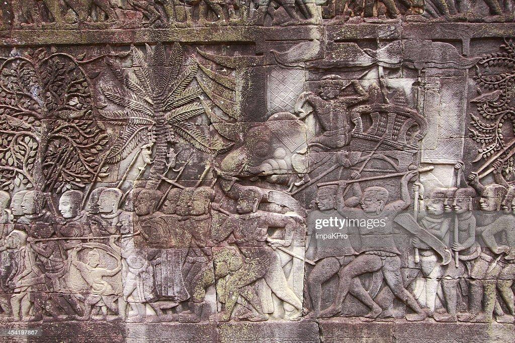 Baixo-relevo em Angkor wat : Foto de stock
