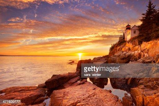 Faro de Bass Harbor, NP de Acadia, Maine, EE.UU en puesta de sol