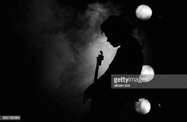 Bassist Mige Maour während eines Konzertes in Erfurt