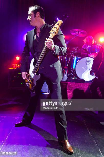 Bassist Robert DeLeo and drummer Eric Kretz of the Stone Temple Pilots perform in the Hollywood Hills to benefit VH1's Save The Music Foundation