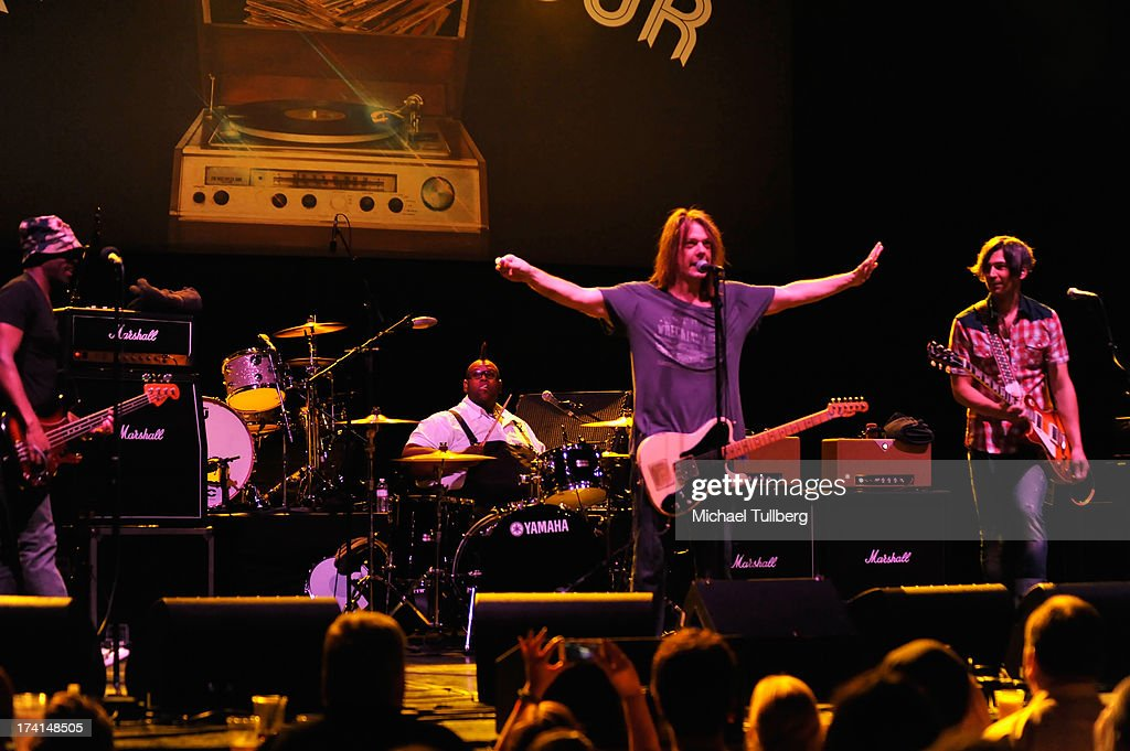 Bassist Winston Roye Drummer Michael Bland singer David Pirner and guitarist Justin Sharbono of Soul Asylum perform live at the LP Tour at the...