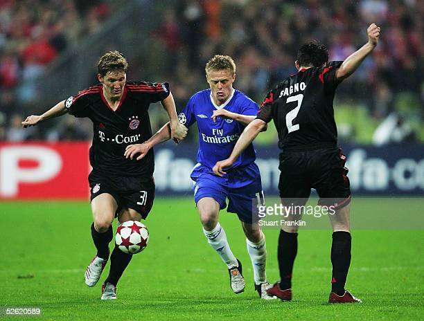 Bastian Schweinsteiger and Willy Sagnol of Bayern Munich challenge for the ball with Damien Duff of Chelsea during the UEFA Champions League quarter...