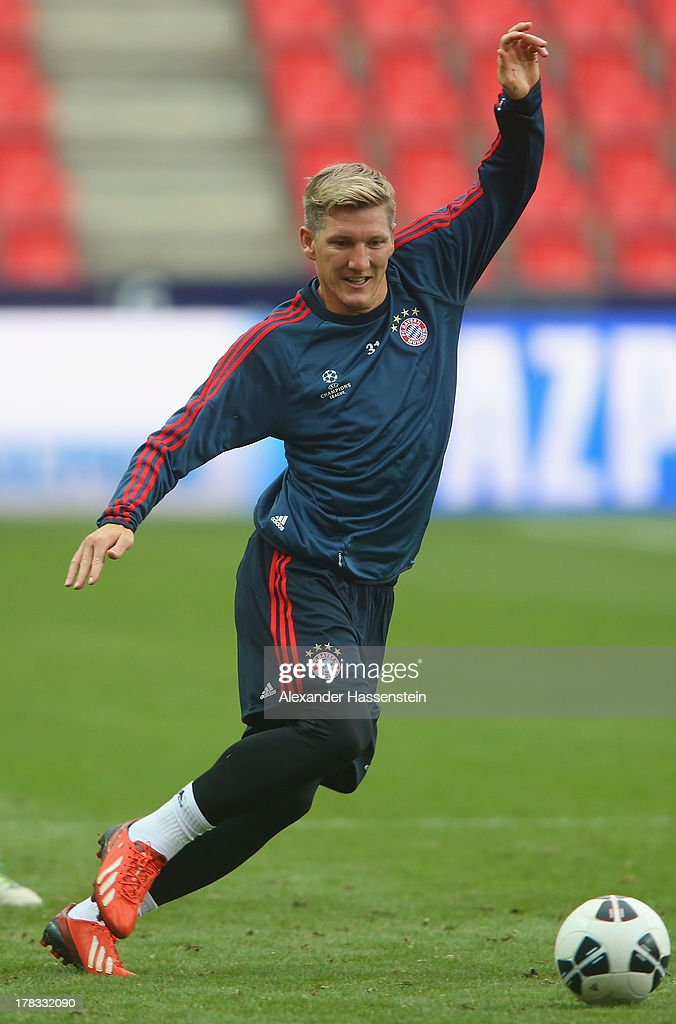 <a gi-track='captionPersonalityLinkClicked' href=/galleries/search?phrase=Bastian+Schweinsteiger&family=editorial&specificpeople=203122 ng-click='$event.stopPropagation()'>Bastian Schweinsteiger</a> of Bayern Muenchen plays the ball during a training session prior the UEFA Super Cup finale match at Eden Arena on August 29, 2013 in Prague, Czech Republic. FC Bayern Muenchen will face Chelsea FC in the UEFA Super Cup Finale on the 30th of August.