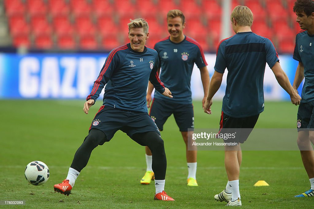 <a gi-track='captionPersonalityLinkClicked' href=/galleries/search?phrase=Bastian+Schweinsteiger&family=editorial&specificpeople=203122 ng-click='$event.stopPropagation()'>Bastian Schweinsteiger</a> (L) of Bayern Muenchen plays the ball during a training session prior the UEFA Super Cup finale match at Eden Arena on August 29, 2013 in Prague, Czech Republic. FC Bayern Muenchen will face Chelsea FC in the UEFA Super Cup Finale on the 30th of August.