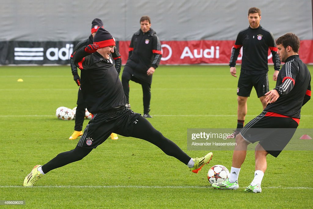 <a gi-track='captionPersonalityLinkClicked' href=/galleries/search?phrase=Bastian+Schweinsteiger&family=editorial&specificpeople=203122 ng-click='$event.stopPropagation()'>Bastian Schweinsteiger</a> of Bayern Muenchen plays with his team mate <a gi-track='captionPersonalityLinkClicked' href=/galleries/search?phrase=Juan+Bernat&family=editorial&specificpeople=8821838 ng-click='$event.stopPropagation()'>Juan Bernat</a> (R) during a Bayern Muenchen training session prior to their UEFA Champions League match against Manchester City at Bayern Muenchen's trainings ground Saebener Strasse on November 24, 2014 in Munich, Germany.