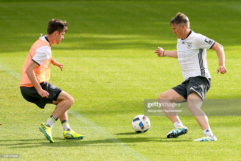 <a gi-track='captionPersonalityLinkClicked' href=/galleries/search?phrase=Bastian+Schweinsteiger&family=editorial&specificpeople=203122 ng-click='$event.stopPropagation()'>Bastian Schweinsteiger</a> (R) of Germany battles for the ball with his team mate Julian Weigl during a training session at Stadio communale on day 8 of the German national team trainings camp on May 31, 2016 in Ascona, Switzerland.