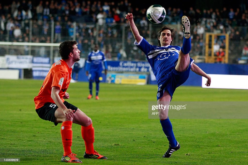 Bastia's Fethi Harek (R) kicks the ball in front of Chateauroux's Jordan Fauque during the French L2 football match Bastia vs Chateauroux in the Furiani stadium in Bastia, Corsica, on April 23, 2012.