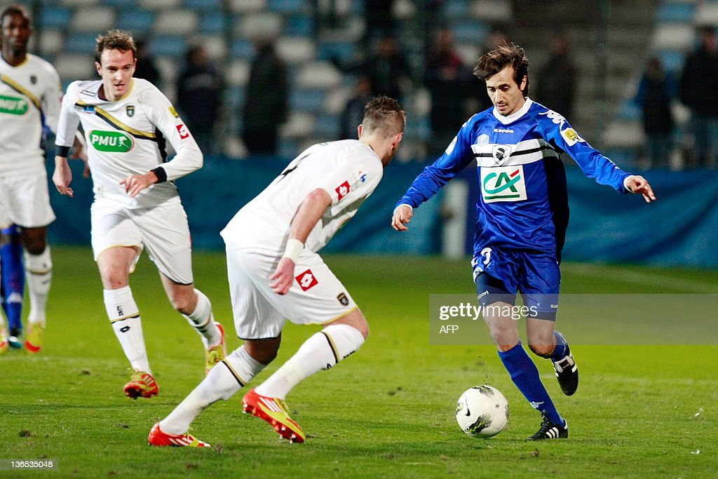 Bastia's Fethi Harek (R) vies with Sochaux's player Mathieu Peybernes (C) during the French Cup football match Bastia vs. Sochaux on January 7, 2012 at the Armand Cesari stadium in Bastia.
