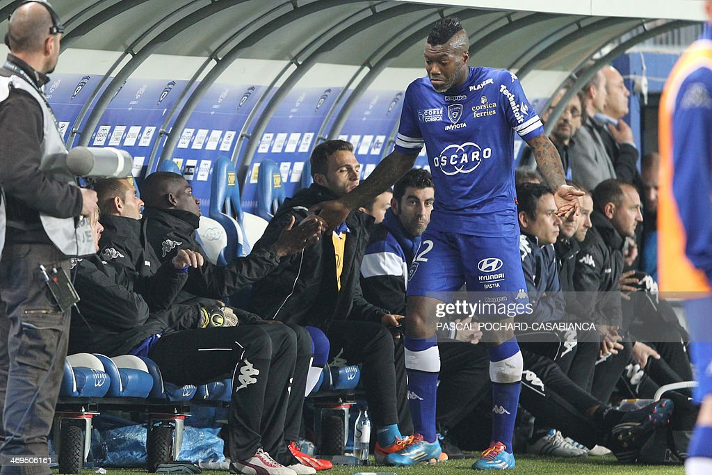 Bastia's French forward Djibril Cisse (R) reacts after leaving the pitch during the French L1 football match Bastia (SCB) against Monaco in the Armand Cesari stadium in Bastia, Corsica, on February 15 , 2014. Monaco defeated Bastia 2-0. AFP PHOTO / PASCAL POCHARD-CASABIANCA