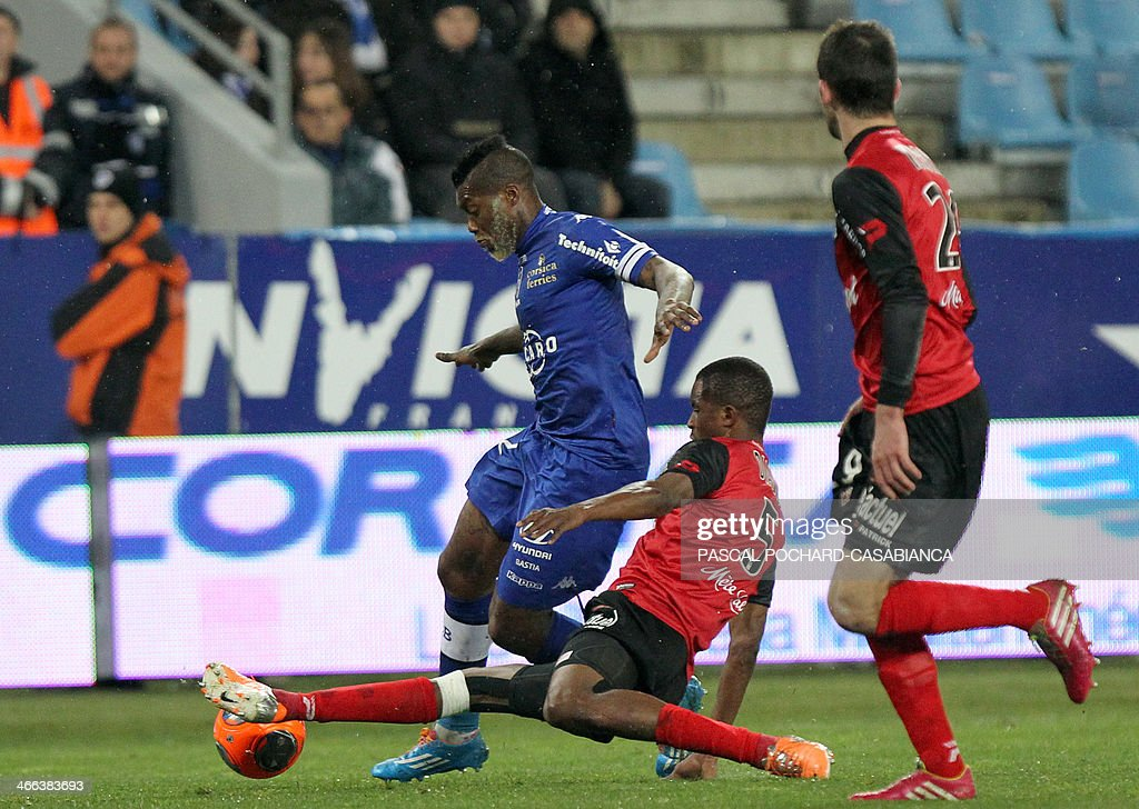 Bastia's French forward Djibril Cisse (L) vies with Guingamp's Senegalese midfileder Moustapha Diallo (C) during the French L1 football match Bastia (SCB) against Guingamp (AEG) in the Armand Cesari stadium in Bastia, in the French Mediterranean Island of Corsica, on February 1 , 2014.
