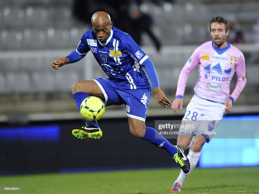 Bastia's French forward Toifilou Maoulida (L) controls the ball beside Evian's Swiss defender Fabrice Ehret (R) during the French L1 football match Bastia (SCB) vs Evian (ETGFC) at the Abbe Deschamps Stadium, on February 2, 2013 in Auxerre. AFP PHOTO / JEAN-CHRISTOPHE VERHAEGEN