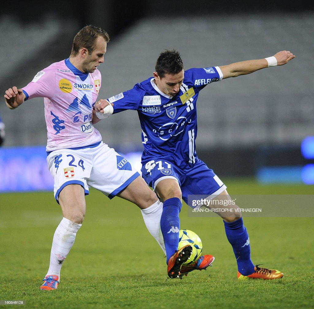 Bastia's French midfielder Florian Thauvin (R) fights for the ball with Evian's French midfielder Olivier Sorlin (L) during the French L1 football match Bastia (SCB) vs Evian (ETGFC) at the Abbe Deschamps Stadium, on February 2, 2013 in Auxerre. AFP PHOTO / JEAN-CHRISTOPHE VERHAEGEN