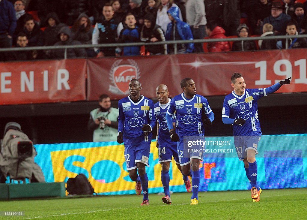 Bastia's French midfielder Florian Thauvin (R) is congratulated by teammates after scoring a goal during the French L1 football match Valenciennes vs Bastia on March 30, 2013 at the Hainaut Stadium in Valenciennes.