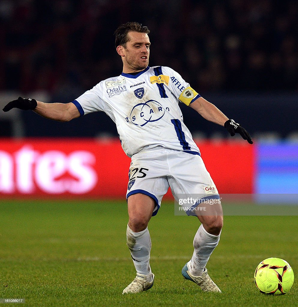 Bastia's French midfielder Jerome Rothen controls the ball during the French L1 football match Paris Saint-Germain (PSG) vs Bastia, on February 8, 2013 at the Parc des Princes stadium in Paris.