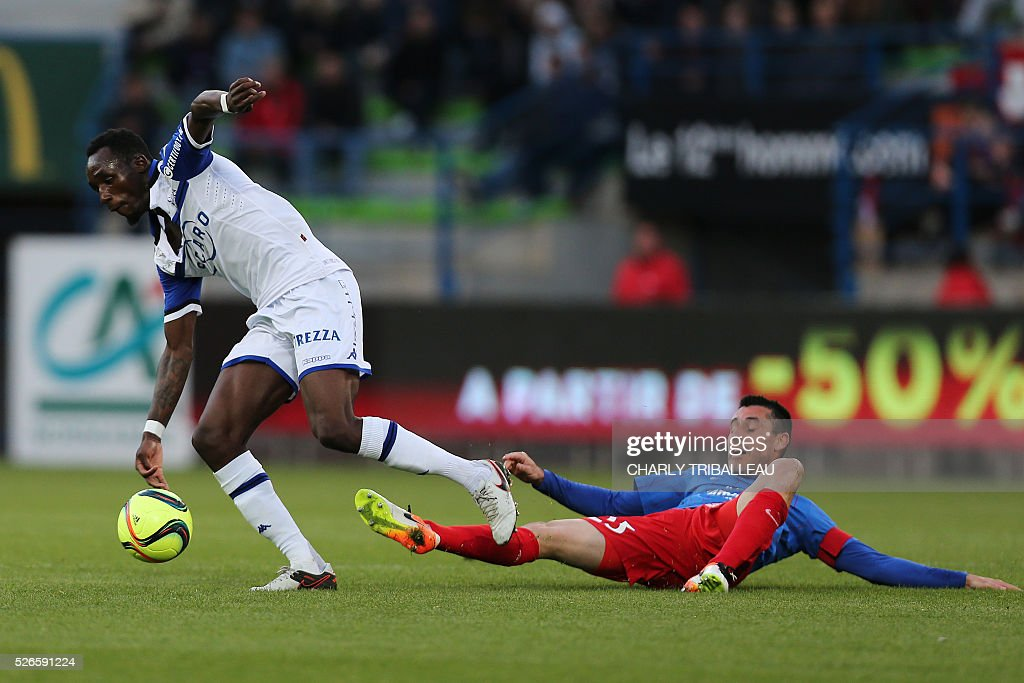 Bastia's French midfielder Seko Fofana (L) vies with Caen's French midfielder Julien Feret during the French L1 football match between Caen (SM Caen) and Bastia (SC Bastia), on April 30, 2016 at the Michel d'Ornano stadium, in Caen, northwestern France.