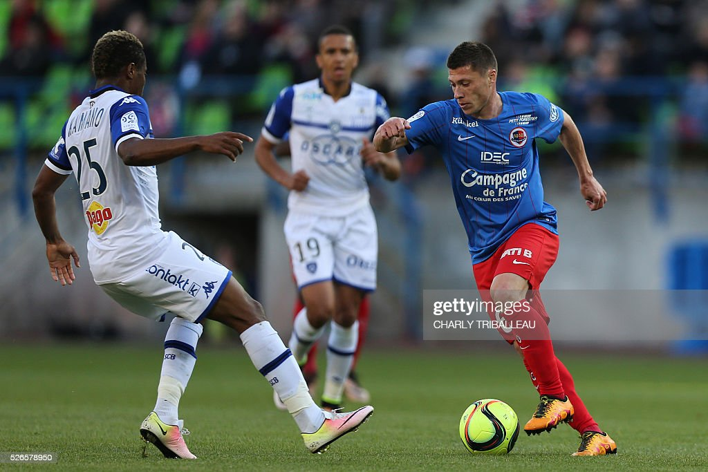 Bastia's Guinean forward Francois Kamano (L) vies for the ball with Caen's French midfielder Jonathan Delaplace during the French L1 football match between Caen (SMC) and Bastia (SCB) on April 30, 2016, at the Michel d'Ornano Stadium in Caen, northwestern France.