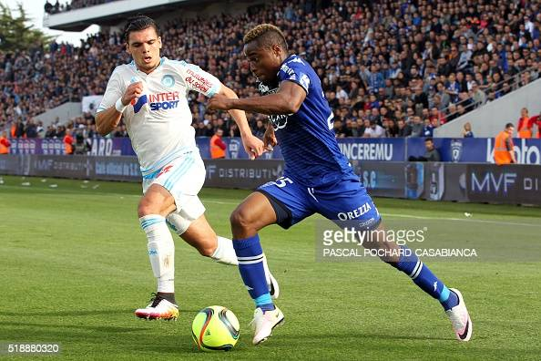 Bastia's Guinean forward Francois Kamano vies with Marseille's Dutch defender Karim Rekik during the French L1 football match Bastia against...