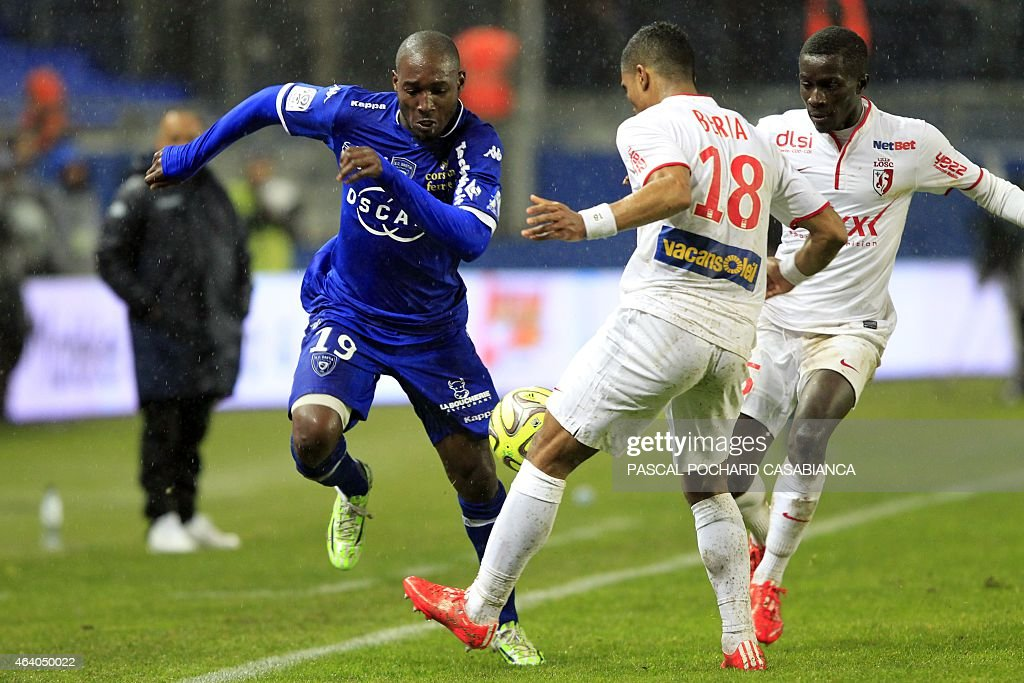 Bastia's Ivory Cost forward <a gi-track='captionPersonalityLinkClicked' href=/galleries/search?phrase=Giovanni+Sio&family=editorial&specificpeople=7023343 ng-click='$event.stopPropagation()'>Giovanni Sio</a> vies with Lille's French defender Franck Beria during the French L1 football match Bastia (SCB) against Lille (LOSC) on February 21, 2015 in the Armand Cesari stadium in Bastia, French Mediterranean island of Corsica. AFP PHOTO / PASCAL POCHARD-CASABIANCA