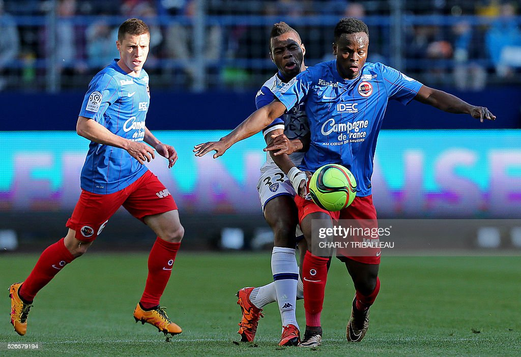 Bastia's Lassana Coulibaly (C) vies for the ball with Caen's Ivorian midfielder Tiemoko Ismael Diomande (R) during the French L1 football match between Caen (SMC) and Bastia (SCB) on April 30, 2016, at the Michel d'Ornano Stadium in Caen, northwestern France.