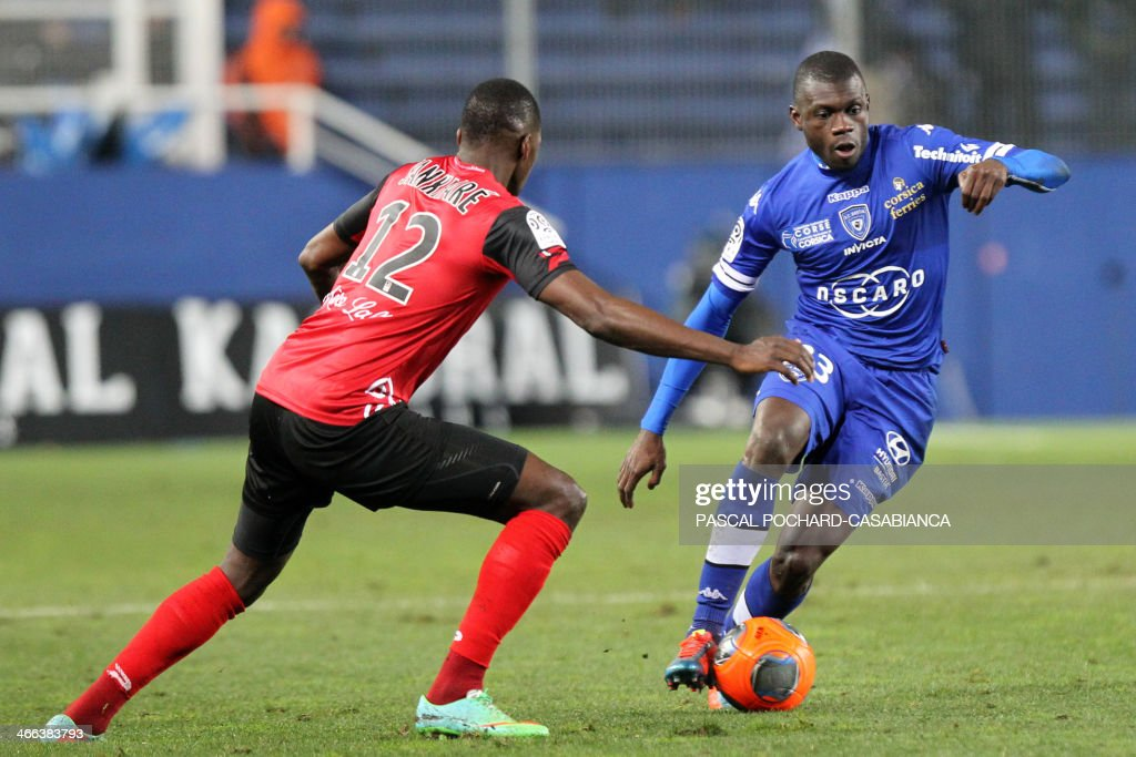 Bastia's Mailian defender Drissa Diakite (R) vies with Guingamp's French forward Mustapha Yatabare during the French L1 football match Bastia (SCB) against Guingamp (AEG) in the Armand Cesari stadium in Bastia, in the French Mediterranean Island of Corsica, on February 1 , 2014.
