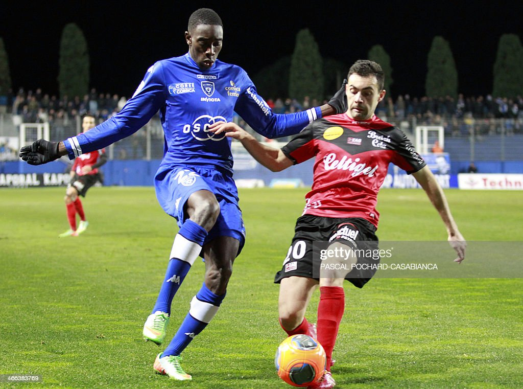 Bastia's Malian midfielder Sambou Yatabare (L) vies with Guingamp's French Portuguese midfileder Laurent Dos Santos during the French L1 football match Bastia (SCB) against Guingamp (AEG) in the Armand Cesari stadium in Bastia, in the French Mediterranean Island of Corsica, on February 1 , 2014.