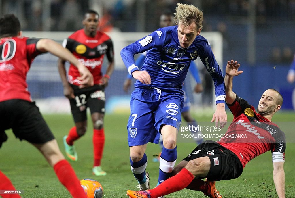 Bastia's Serbian midfielder Milos Krasic (C) vies with Guingamp's French midfileder and captain Lionel Mathis (R) during the French L1 football match Bastia (SCB) against Guingamp (AEG) in the Armand Cesari stadium in Bastia, in the French Mediterranean Island of Corsica, on February 1, 2014.