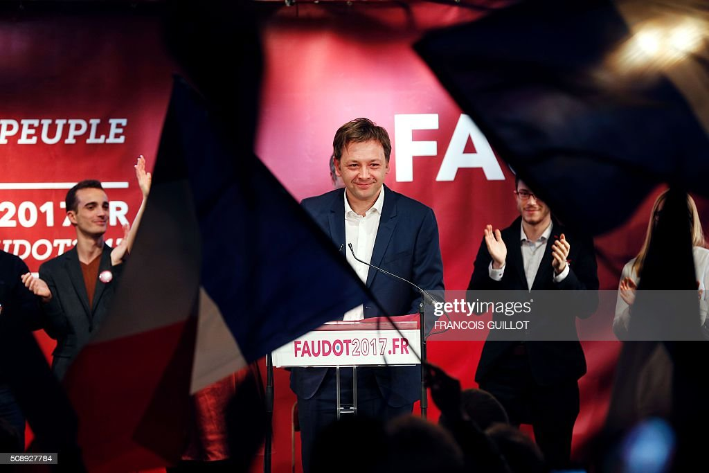 Bastien Faudot, left wing Mouvement Republicain et Citoyen (Citizen and Republican Movement, MRC) party candidate for the 2017 French presidential election, is applauded during a meeting following his nomination by the party on February 7, 2016 in Paris. / AFP / FRANCOIS GUILLOT