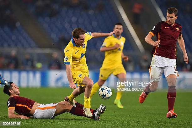 Bate Borisov's midfielder Aleksandr Hleb fights for the ball with Roma's defender from Greece Kostas Manolas and Roma's forward from...